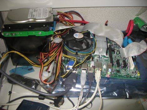 ハードディスクだけ取り出してテスト用PCに移して作業続行